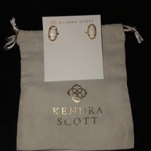 kendra scott earrings that have never been worn